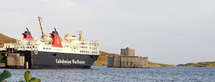 mv-isle-of-lewis-castlebay-2